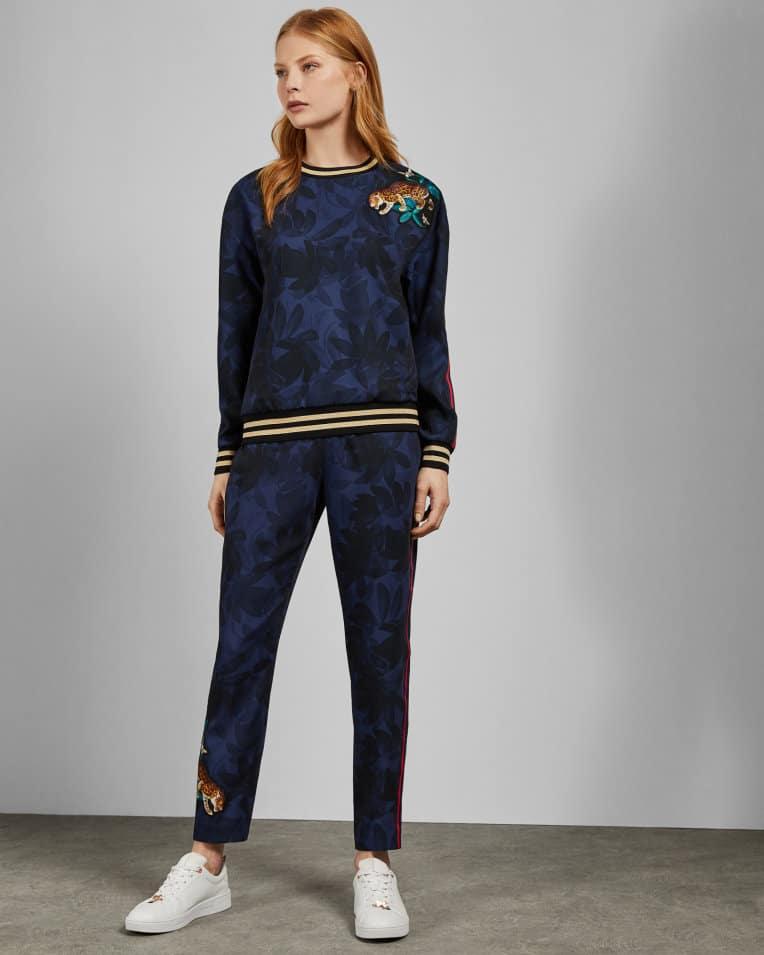 nl-Womens-Clothing-Trousers-and-Shorts-SARASIN-Houdinii-side-stripe-joggers-Navy-WH9W_SARASIN_NAVY_3